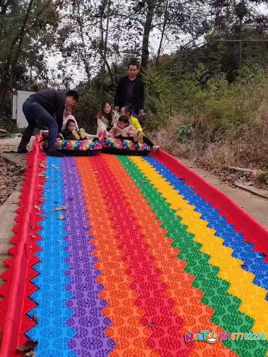 Colorful slides + colorful slides + dry snow slides + leap slides - (12)