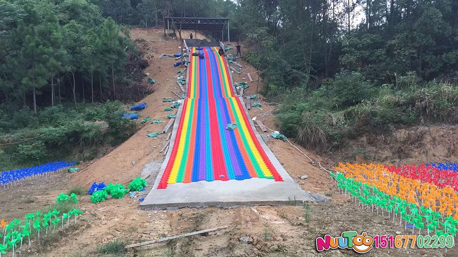Colorful slides + colorful slides + dry snow slides + leap slides - (29)
